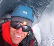 athabasca-guide-in-crevasse